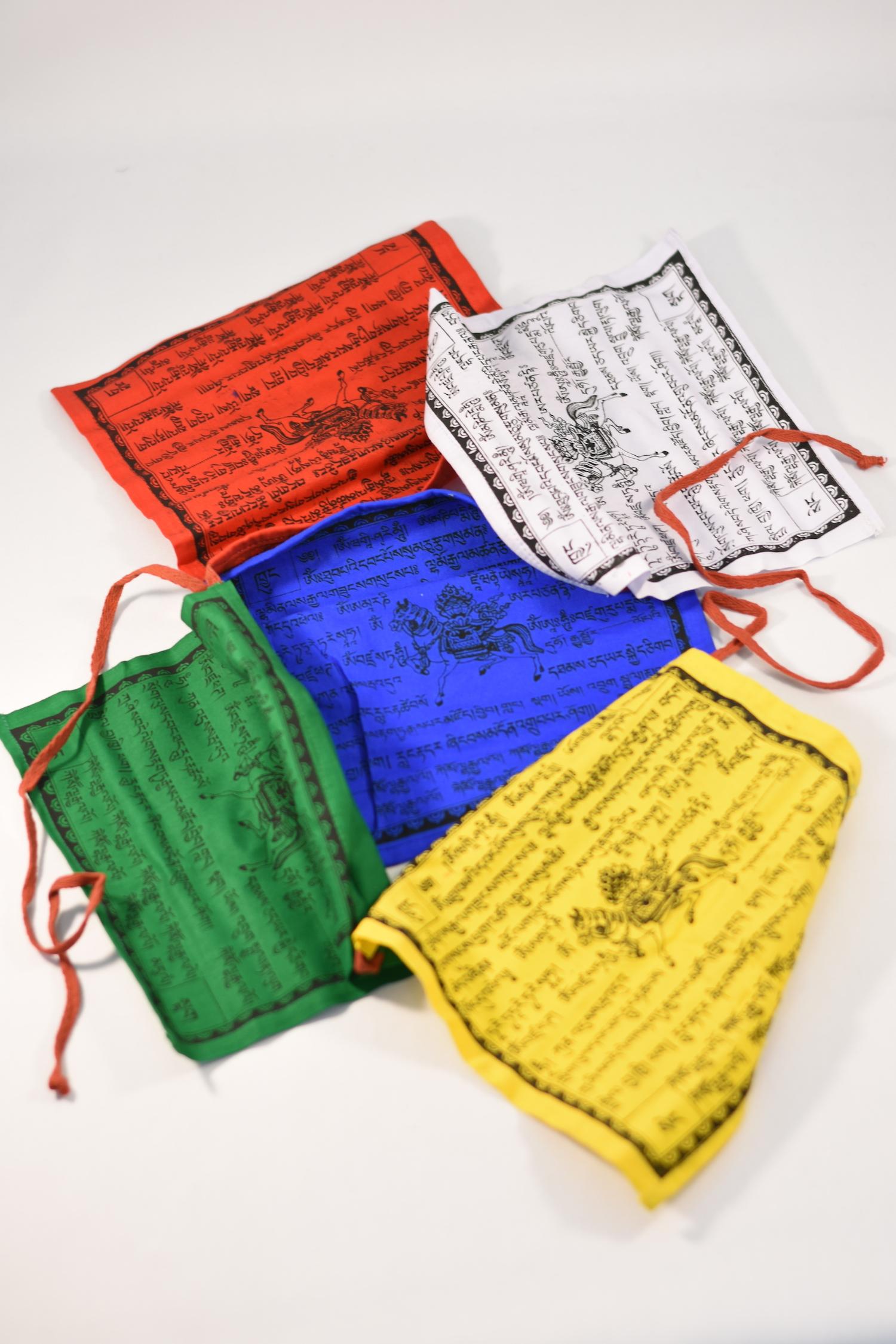 tibet gebetsfahnen baumwolle yangdol tibet tibet laden bern online shop handarbeit aus tibet. Black Bedroom Furniture Sets. Home Design Ideas